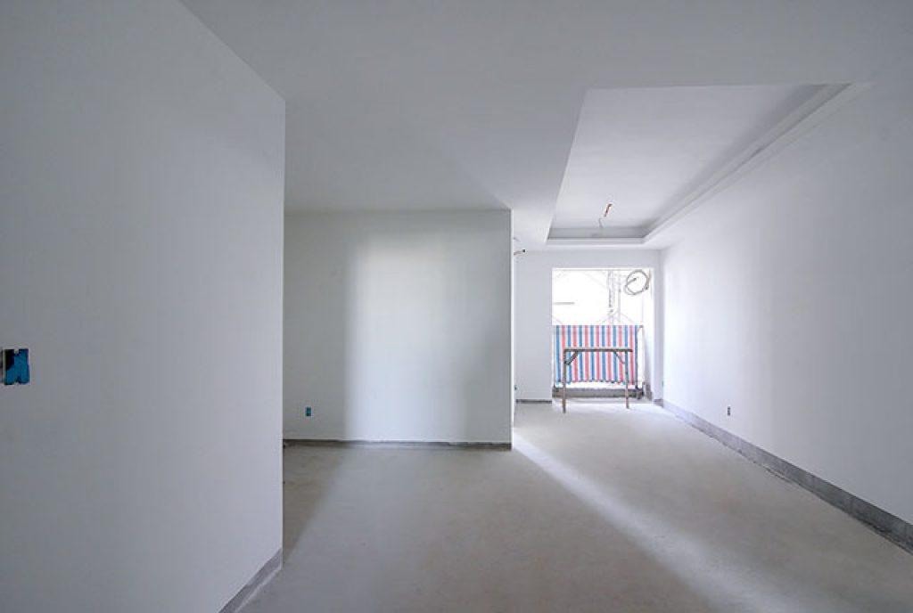 Tiếp tục bả sơn matit hành lang căn hộ từ tầng 6 đến tầng 8 block Mercury và block Uranus